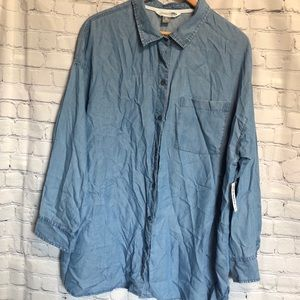 Old navy light blue chambray button down shirt